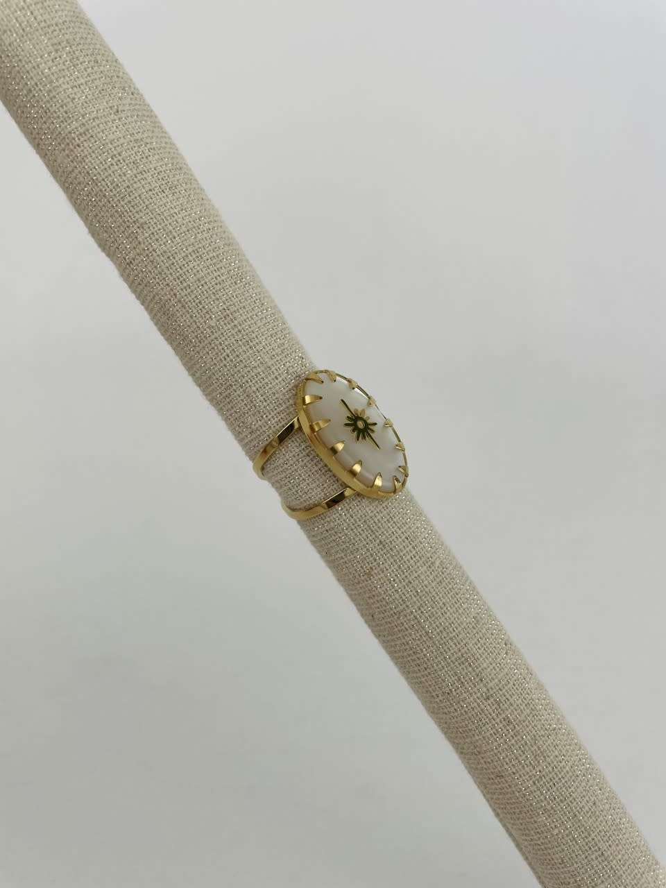 Lipa oval ring Pearl White-2