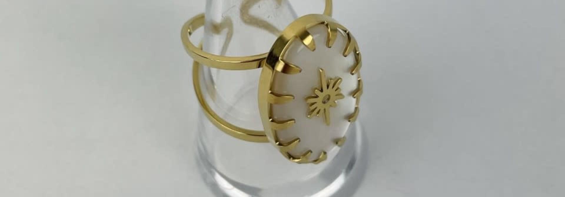 Lipa oval ring Pearl White