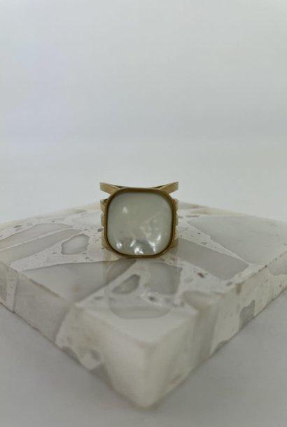 Zegera squared ring Pearl White