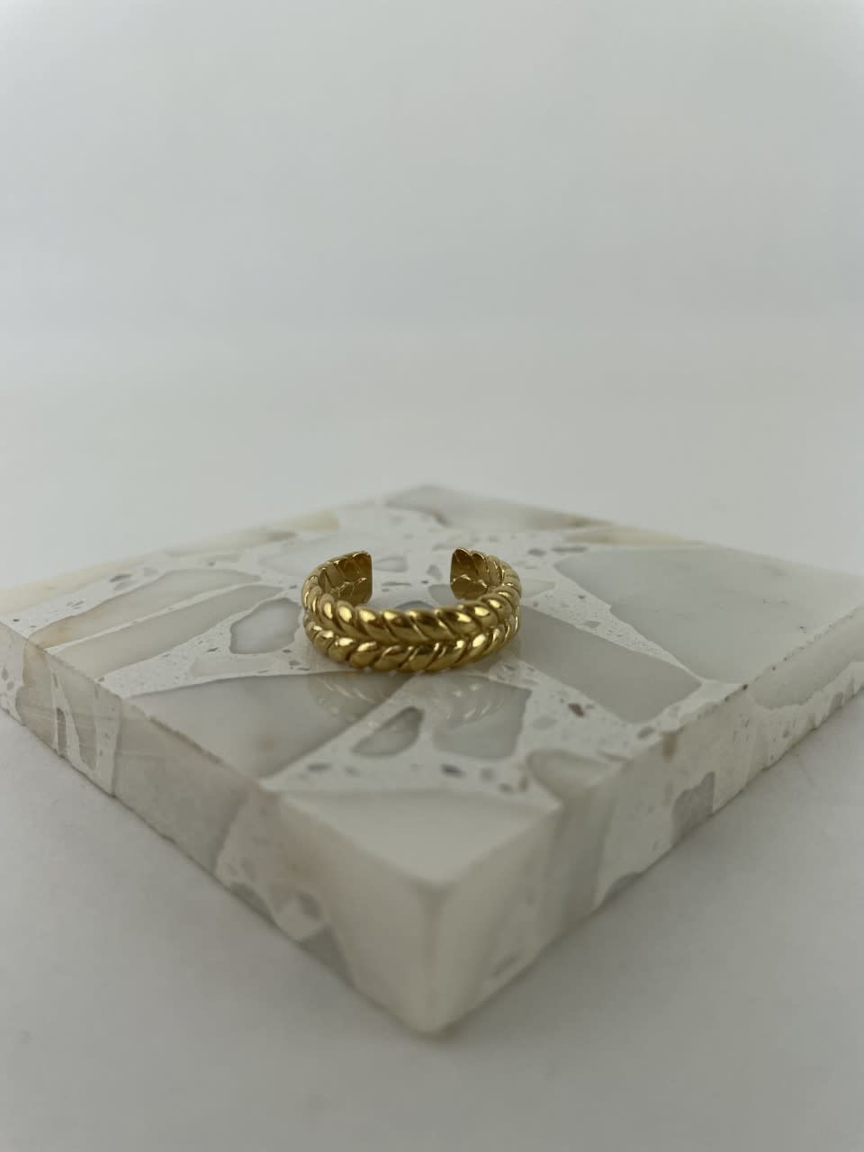 Izelle brained ring gold-1