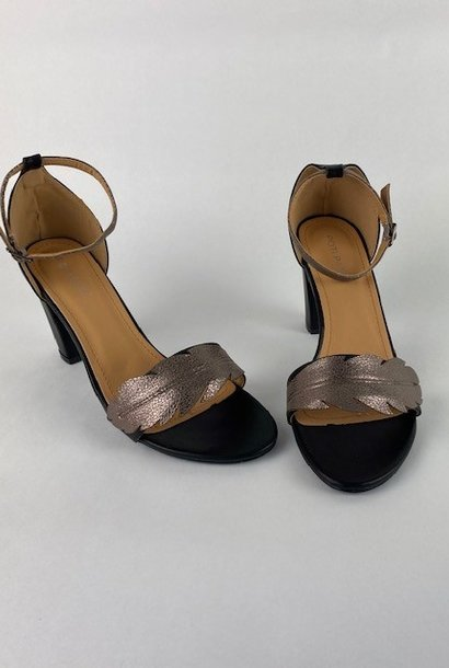 Lucile feader sandal Black