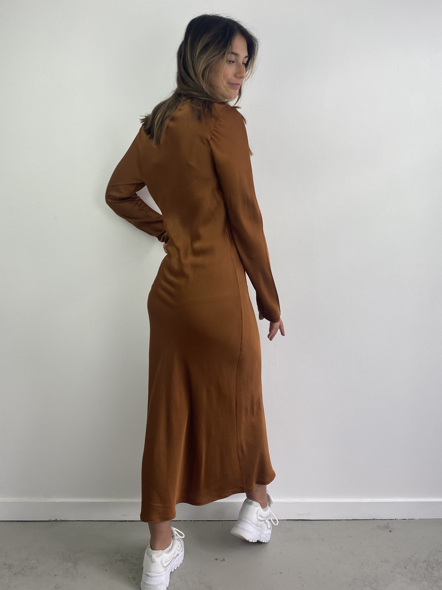 Sidone satin long dress Camel-4