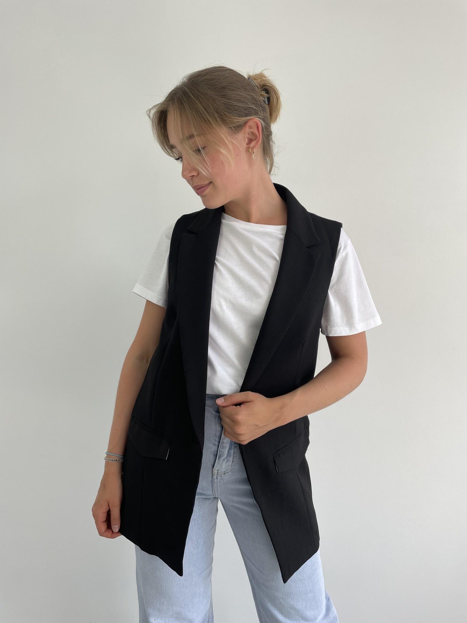 Romy sleeveless blazer Black-1