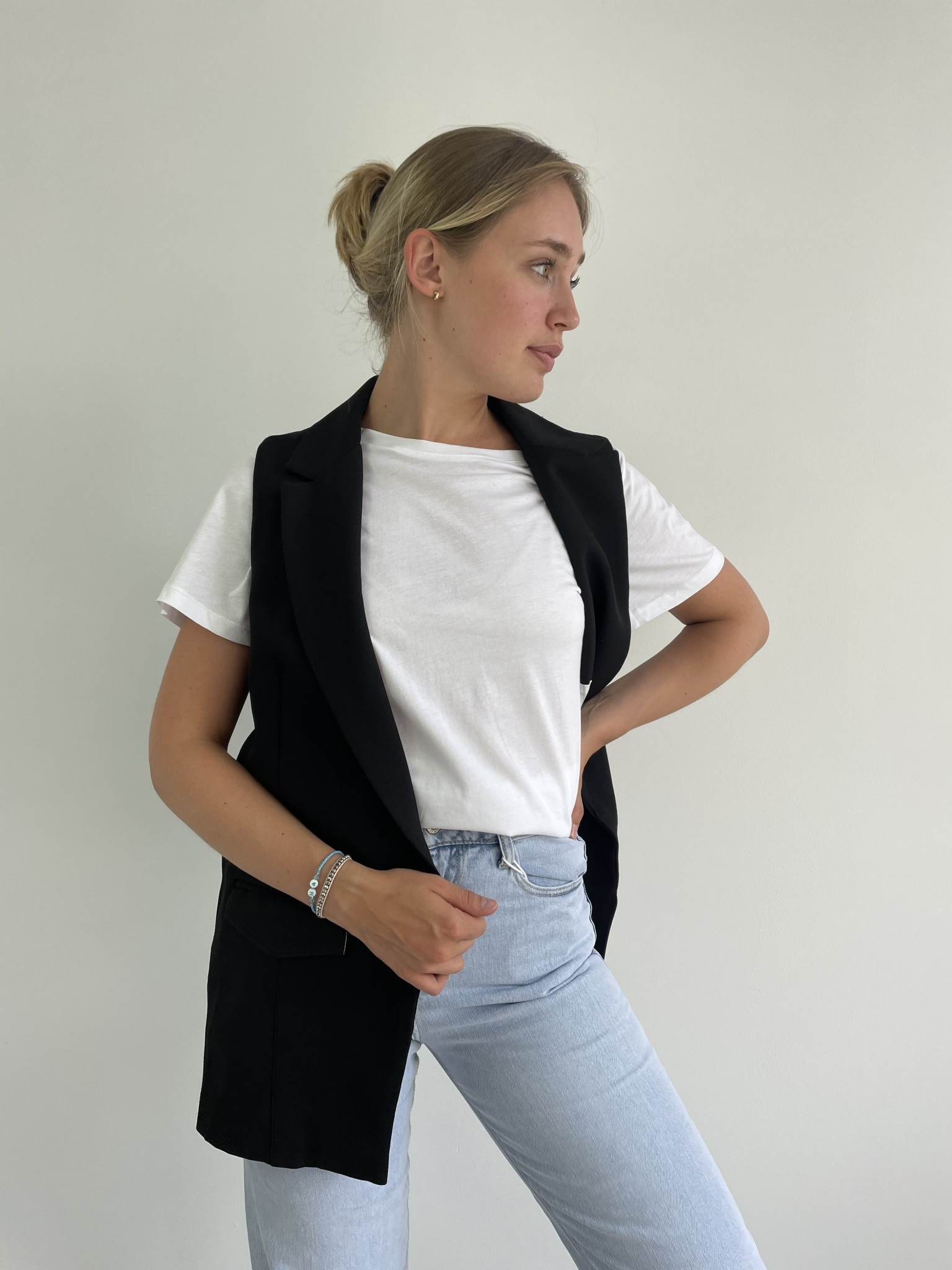 Romy sleeveless blazer Black-2
