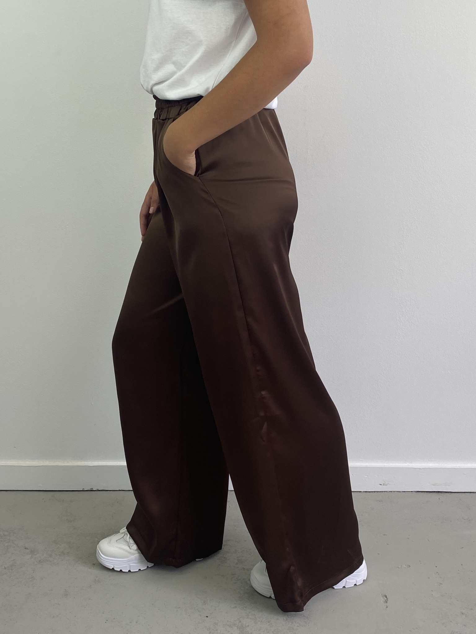 Taleen satin wide pant Chocolate-3