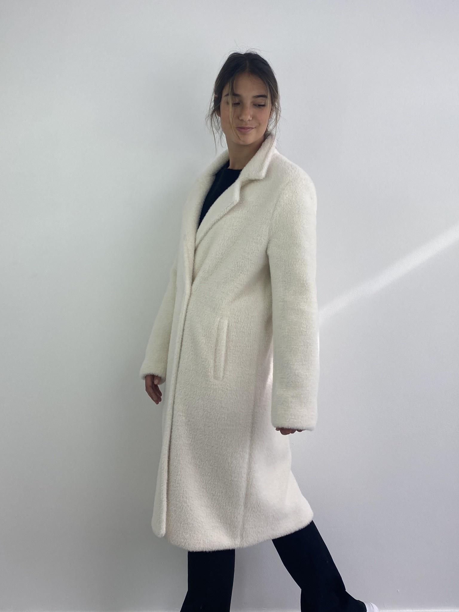 Karas fluffy coat Snow White-2