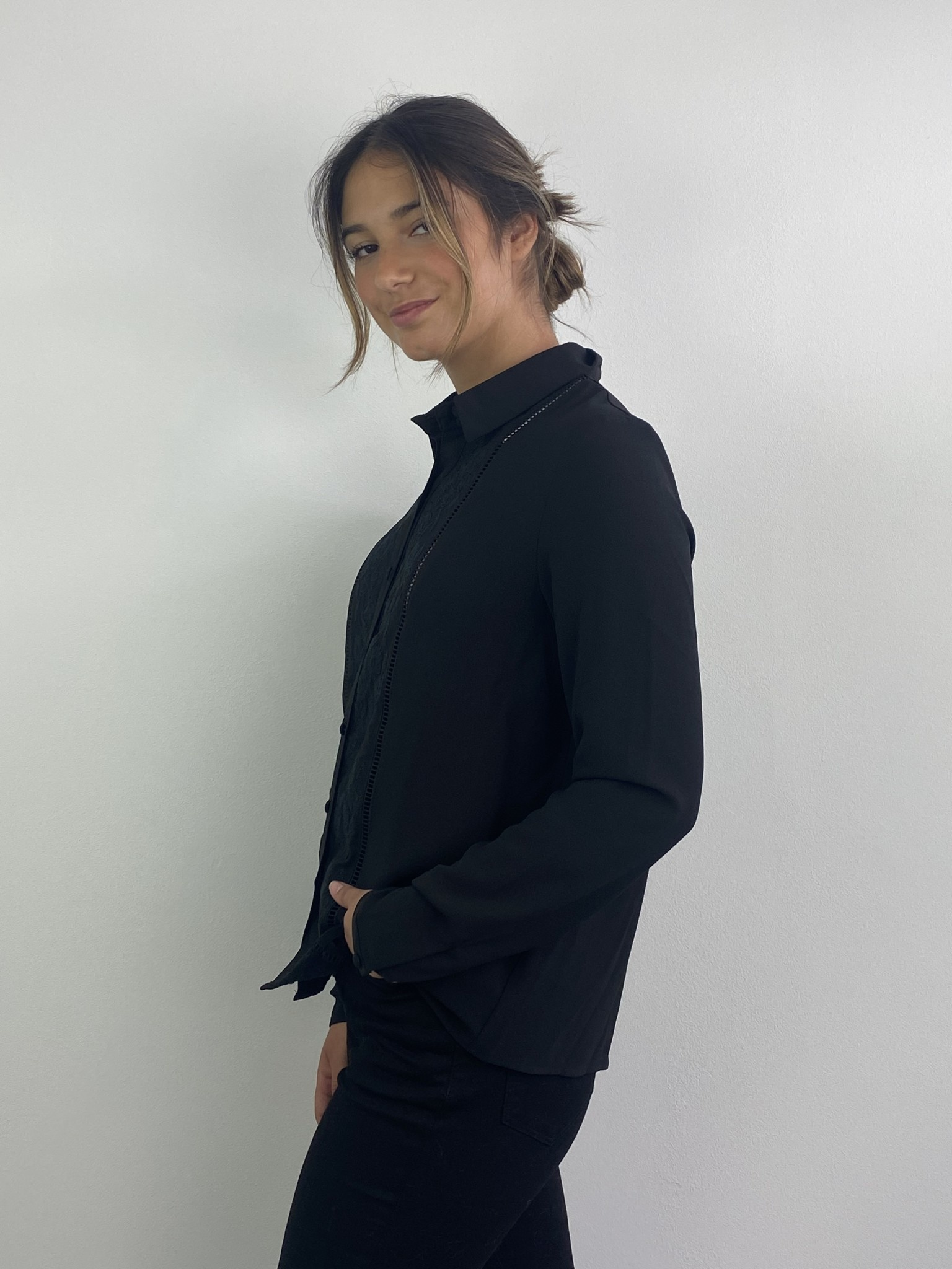 Tasmin broderie blouse Black-2