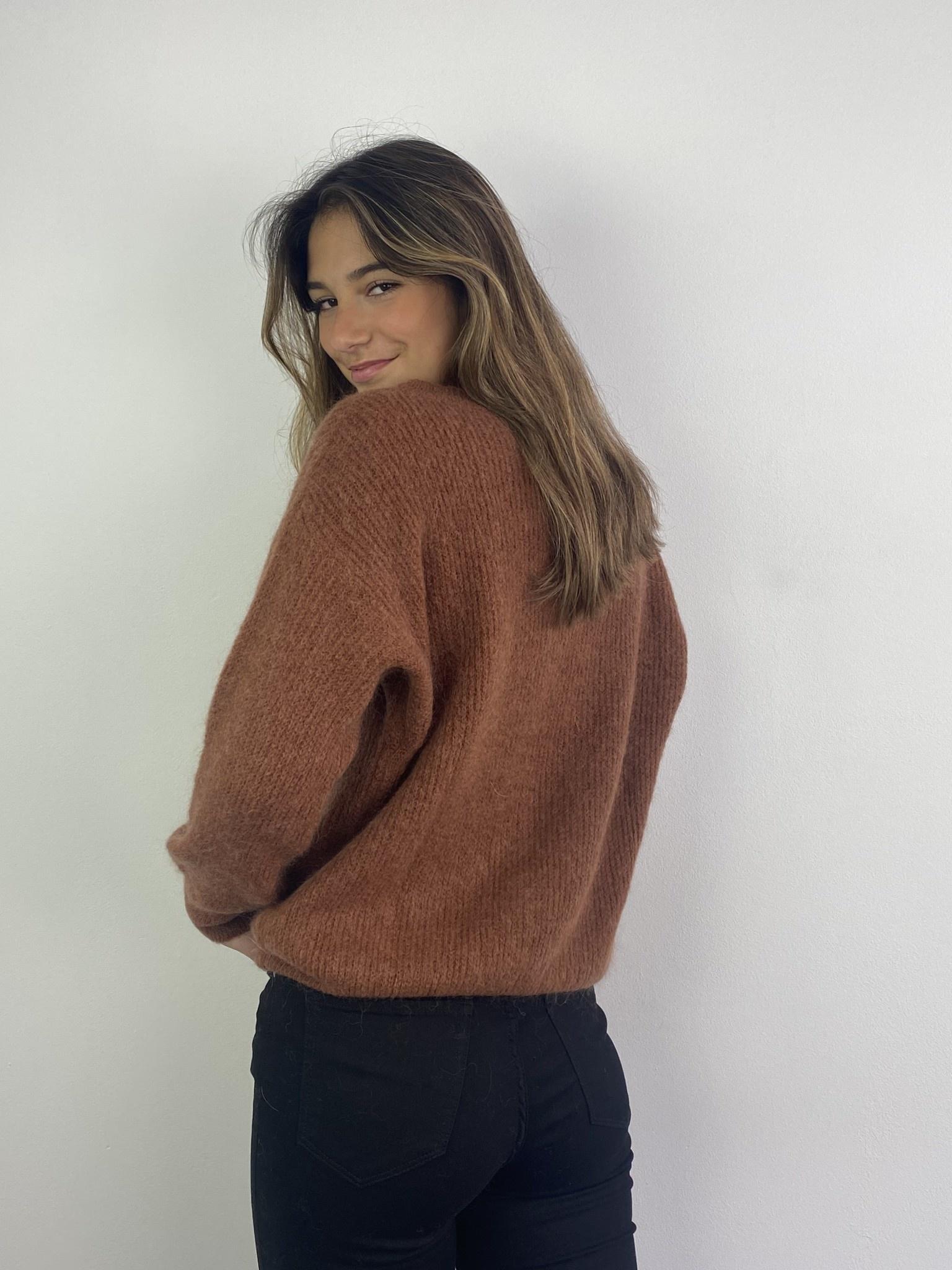 Louna v-neck knitted pull Chest-3