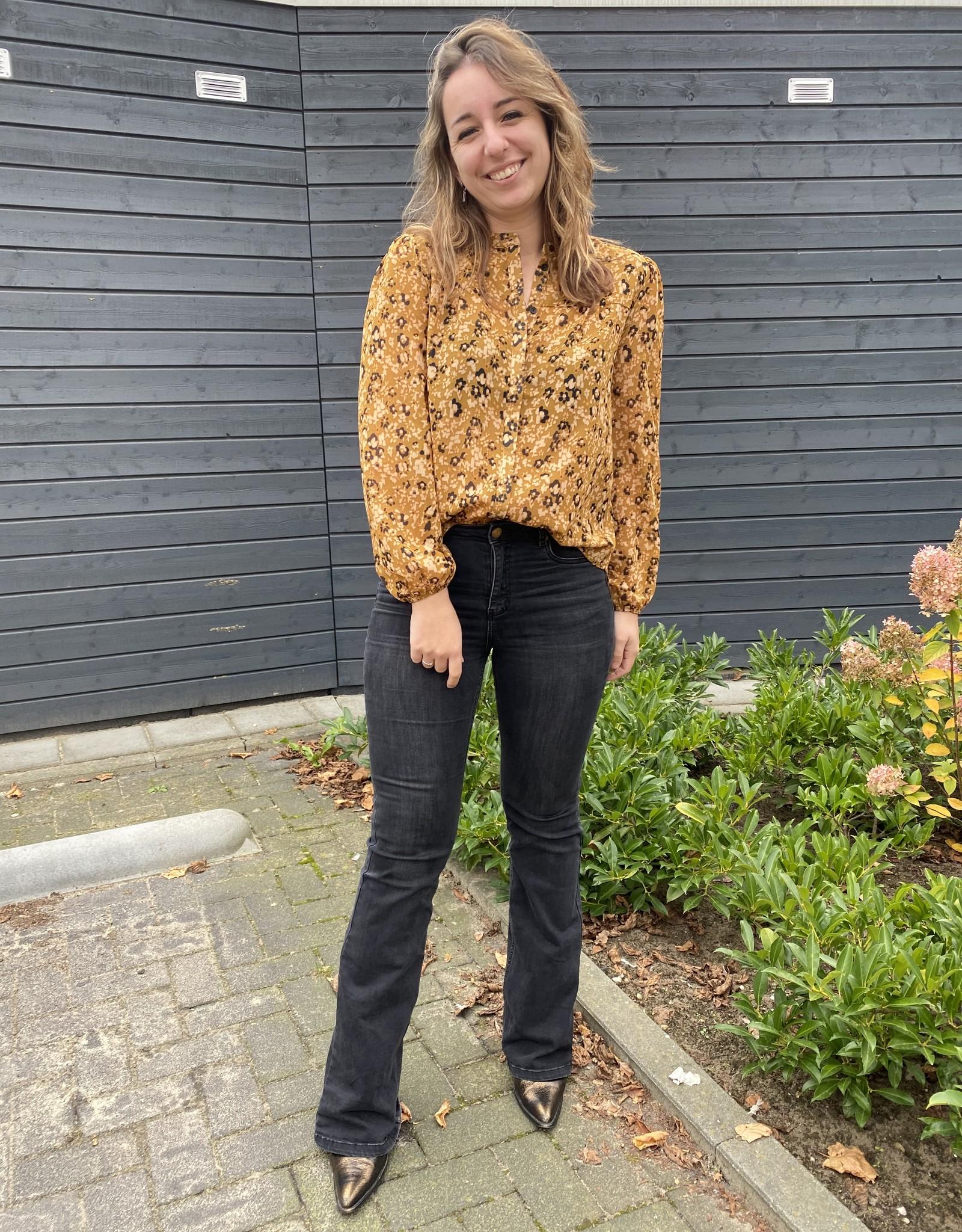 Second Female Tarok Shirt Bone Brown