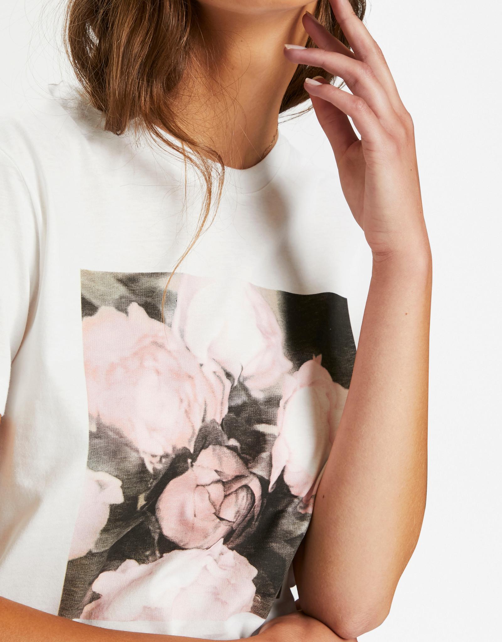 Soaked in Luxury Flower T-Shirt Broken White