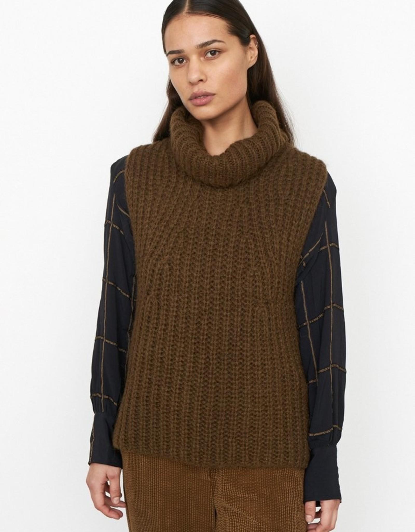 Second Female Ivoray Knit Vest Dessert Palm