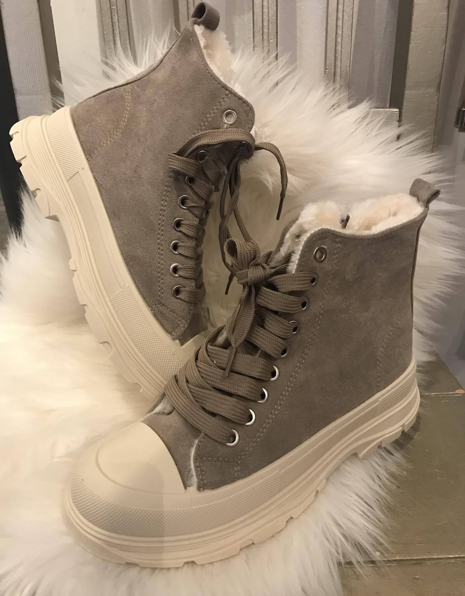 "Boots ""Mae"""