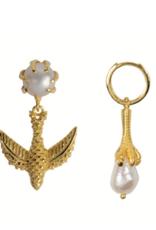 Bird Claw Pearl Earring (Gold)