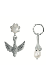Bird Claw Pearl Earring (Silver)