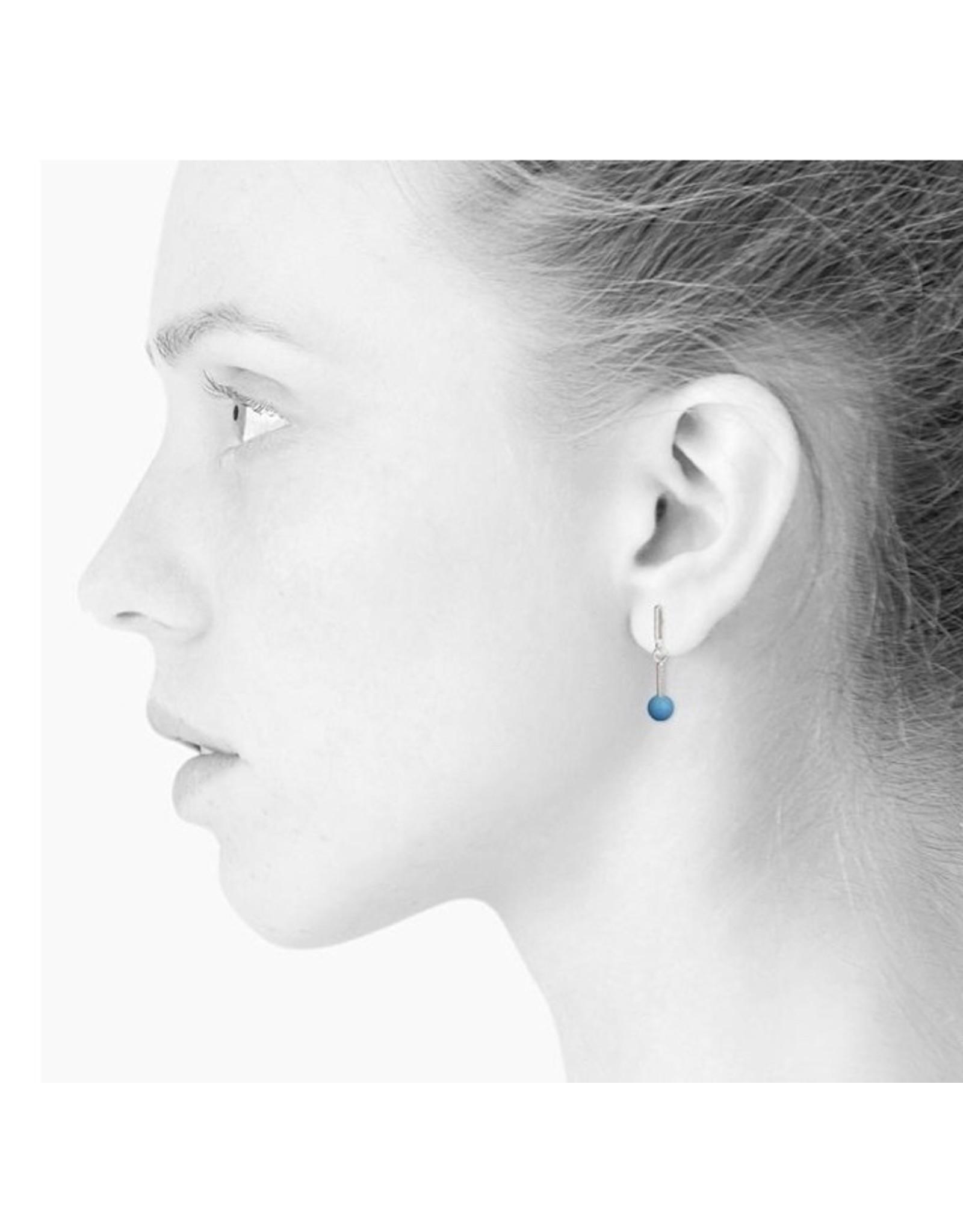 scherning oorbel zilver met cyaanblauw bolletje