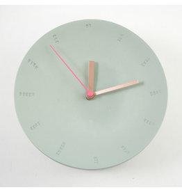 Studio Harm & Elke Klok | Wand | Groot | 17cm | Mint | Secondewijzer Fluo roos