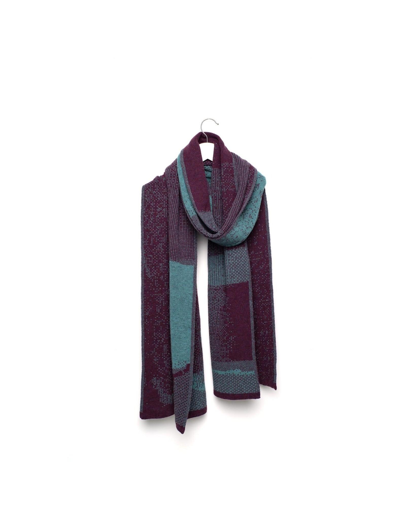 Wolvis Wolvis - 4th of September 1990 - Olive Green and Aubergine - 220cm x 40 - 100% Merino Wool - 100% made in Belgium
