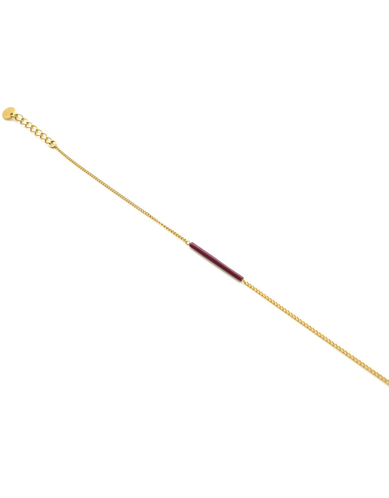 Nadja Carlotti Armband Sparkle - Bordeaux  - Messing verguld  - Lengt 16 cm + 2 cm - Tube 2 x 0,2 cm