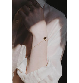 Judith Benita Armband Myrrhe mini - Swarovski Gris ( zwarte diamant)  -  Messing Verguld - Lengte 17cm