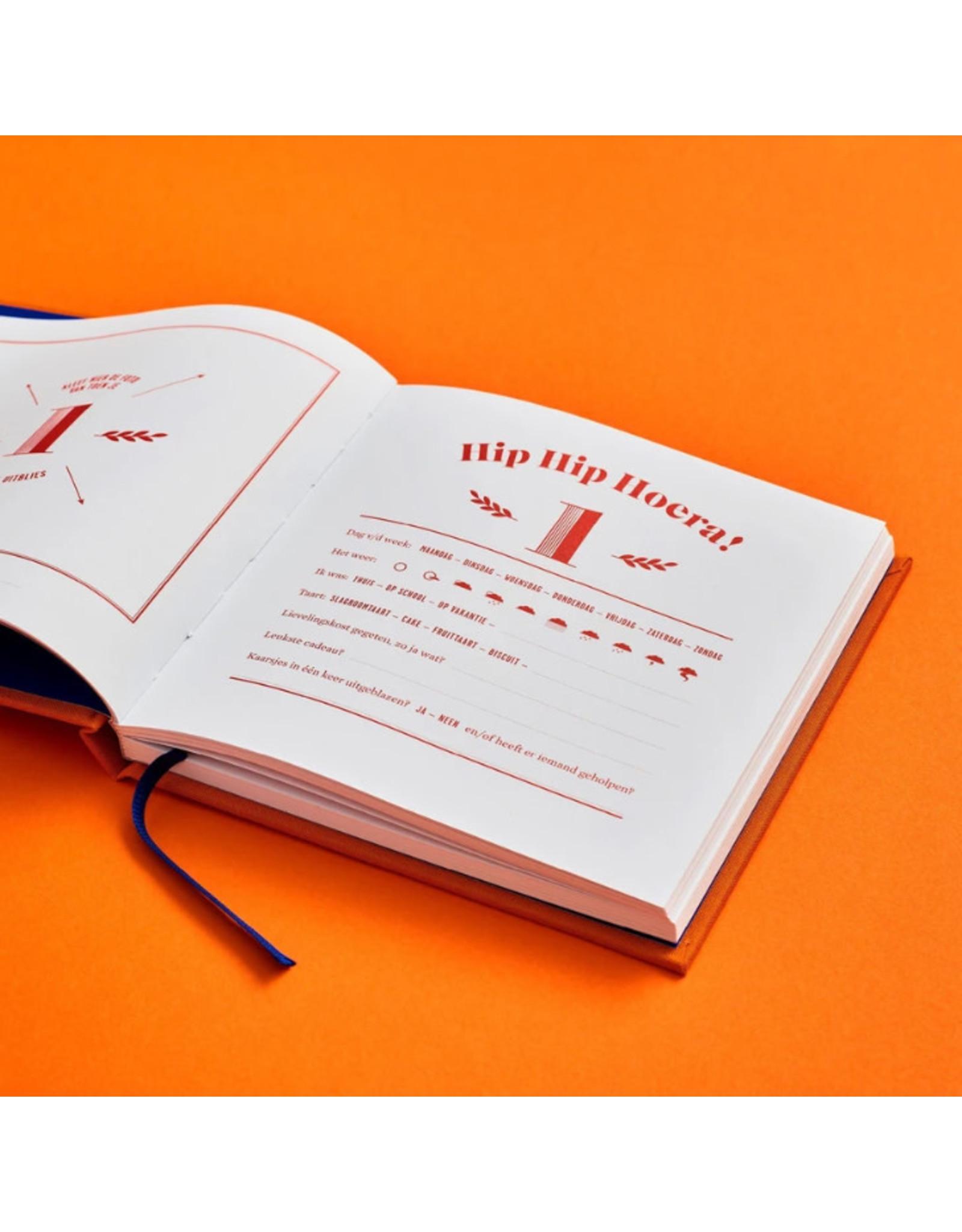 Stratier Boekje - Hiep Hiep Hoera