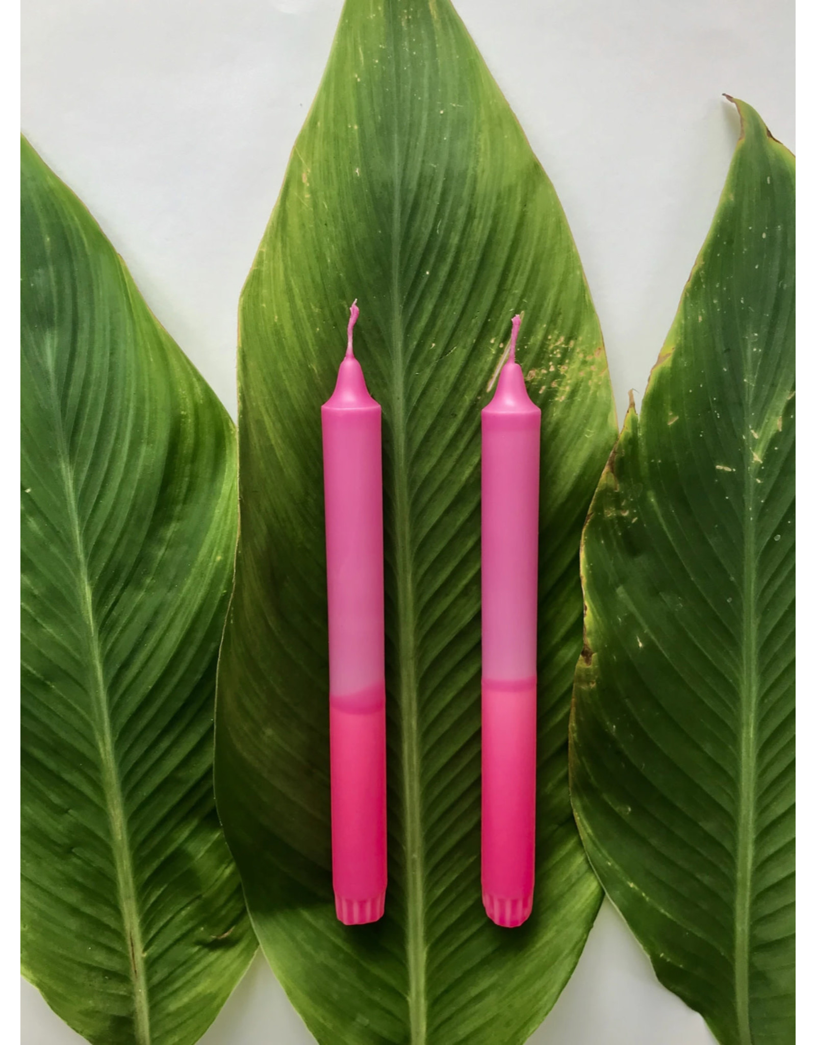 Studio-Sturmblau Kaars 1st. - Dusty pink  & Neon pink - 2,3 x 25 cm - Hand dipped - Brandtijd 7u
