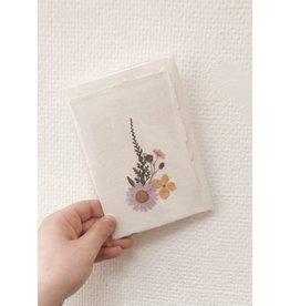 Mus in een Plas Wenskaart - Gedroogde bloemetjes - Dubbelkaart - enveloppen - Altijd anders