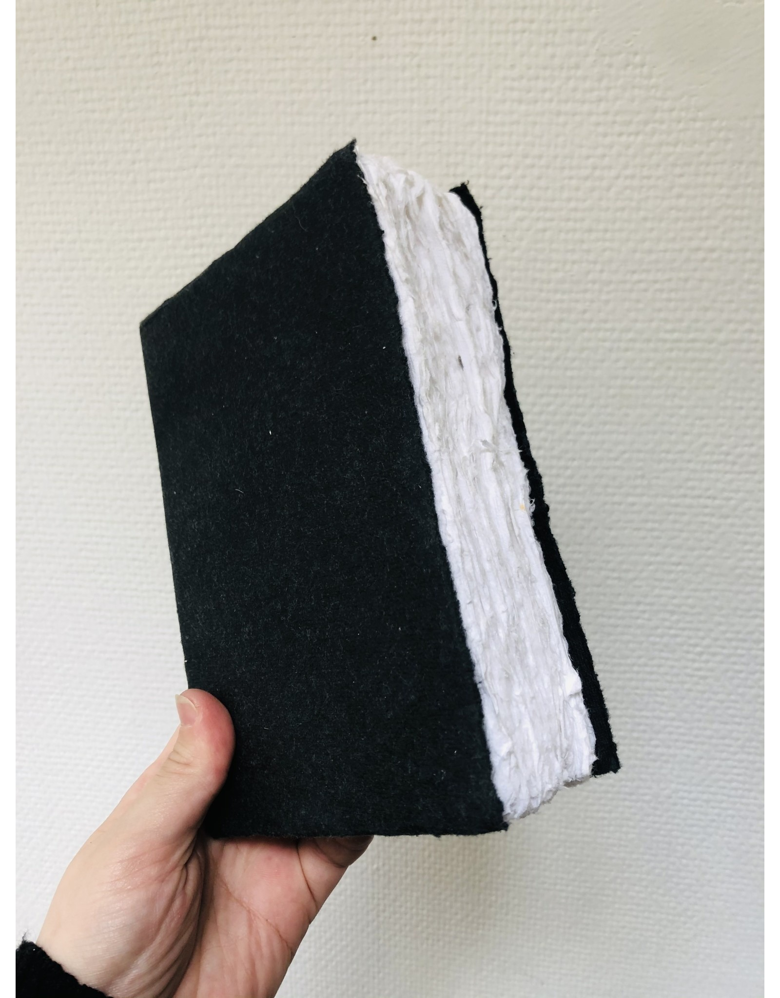Lamali Boek Laisse - Zwart - Zachte papieren kaft  - Gestikte binding - 80 ivoren pagina's - Handgemaakt 100% katoenpapier - 12,5  x 19 cm
