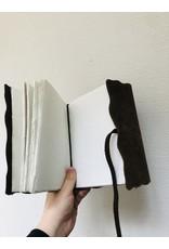 Lamali Boek Yaatra - Zachte en olieachtige leren kaft  - Een gestikte binding - 180 ivoren pagina's - Handgemaakt 100% katoenpapier - 13 x 19 cm