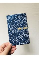 Lamali Boekje Escapade - Blauw Blaadjes Patroon  - Zachte papieren kaft  - 20 ivoren pagina's - Handgemaakt 100% katoenpapier - 10  x 15,5 cm