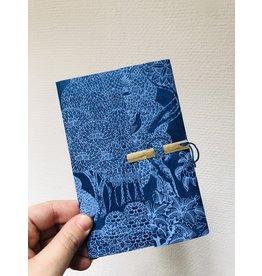 Lamali Boekje Escapade - Blauw Pauw in het bos - Zachte papieren kaft  - 20 ivoren pagina's - Handgemaakt 100% katoenpapier - 10  x 15,5 cm