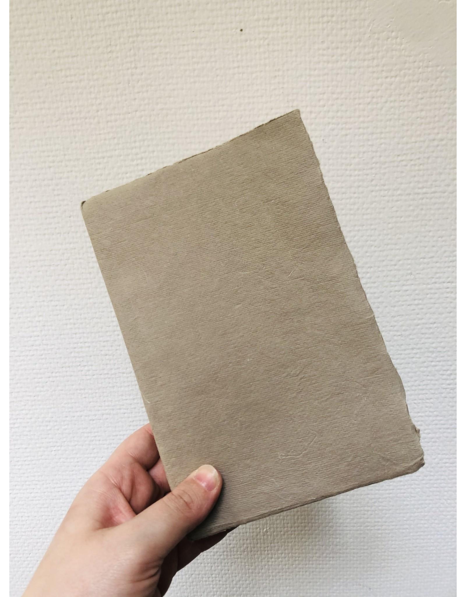 Lamali Boek Laisse - Grijs Beige - Zachte papieren kaft  - Gestikte binding - 80 ivoren pagina's - Handgemaakt 100% katoenpapier - 12,5  x 19 cm