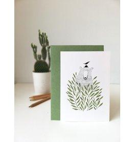 A-line tekent Wenskaart - Beer tussen de planten  - Postkaart met envelop - A6 - blanco