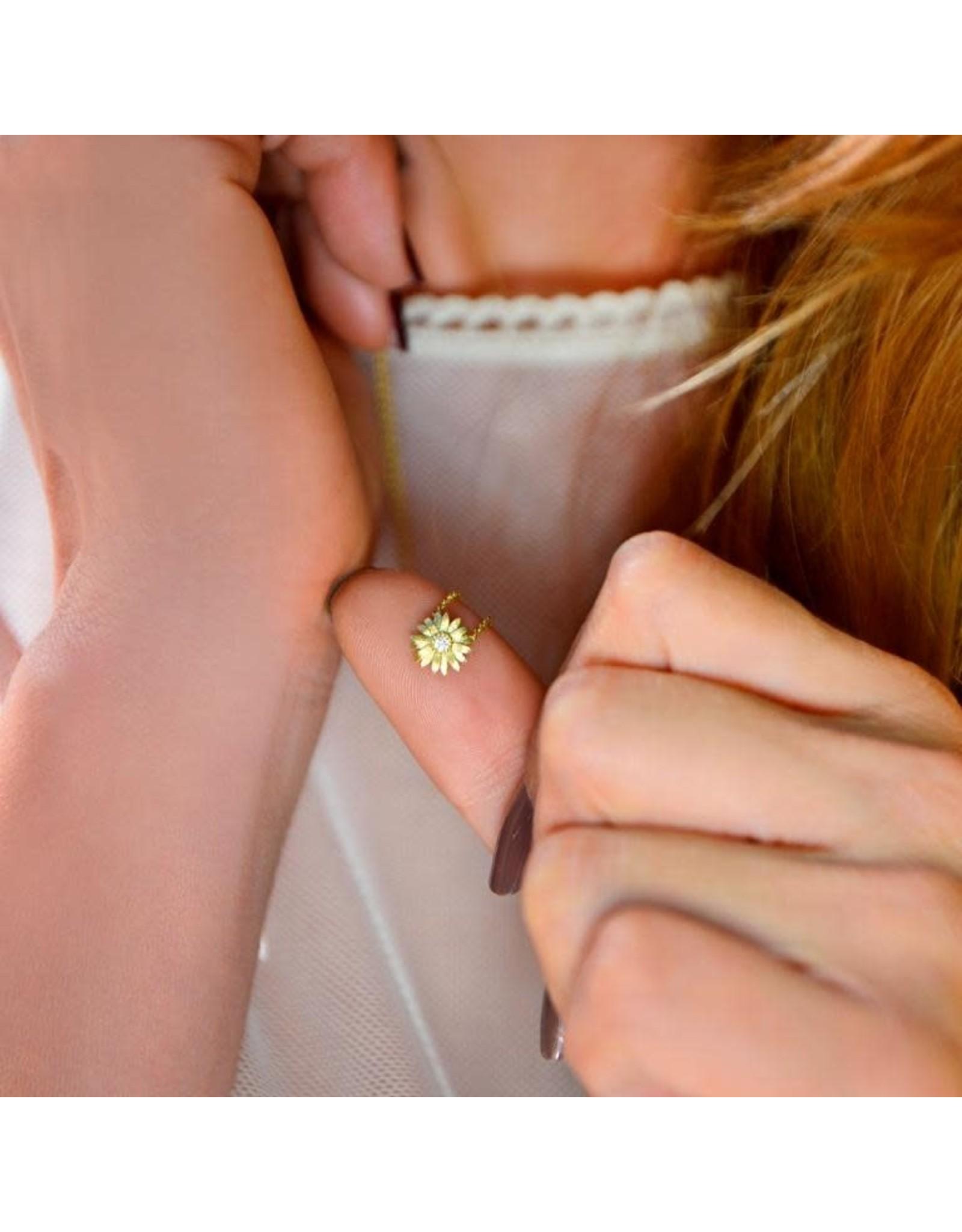 Sopro Ketting Love me Love me not - Daisy flower - Zilver Verguld - Steen : Zirkoon - Ketting : 38 / 43 cm, Daisy : 0,8 x 0,8 cm