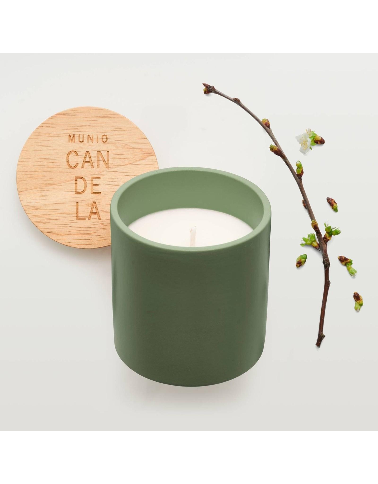 Green ceramic votive with apple blossom fragrance 300ml