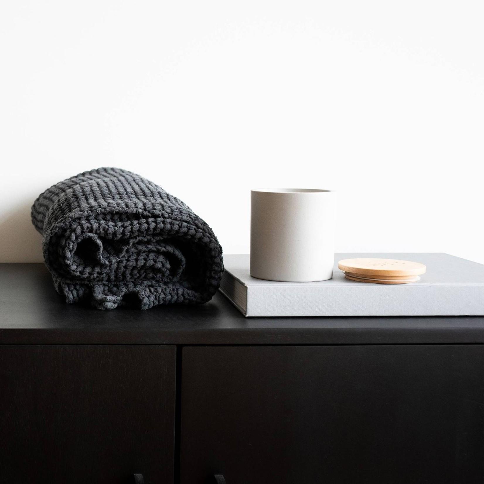 Gray ceramic votive with yarrow fragrance 300ml