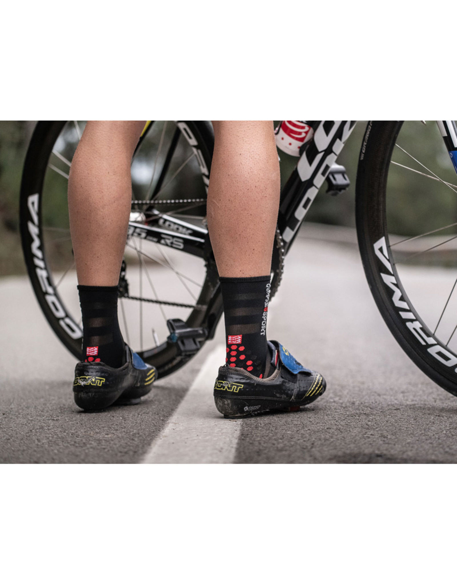 Compressport Pro Racing Socks V3.0 Ultralight Bike Chaussettes Bicyclette - Noir/Rouge