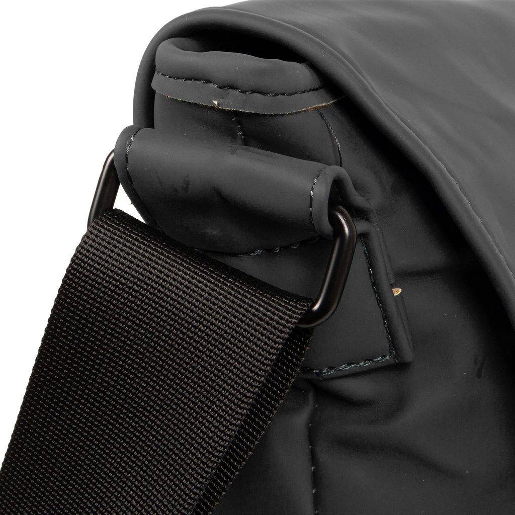 Mart Shoulderbag A4 Flapover Black VIII | Umhängetasche