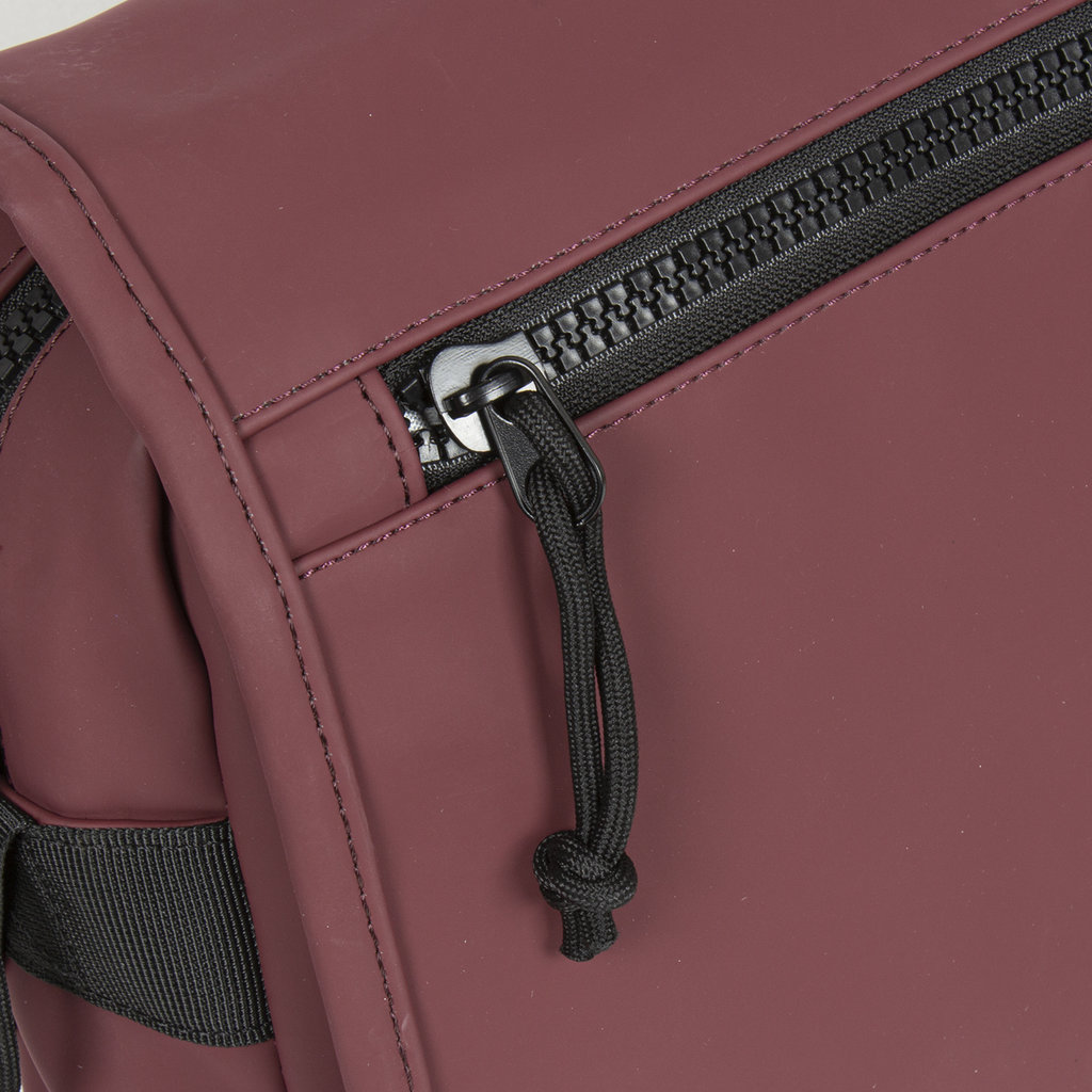 New-Rebels ® Mart - Flap over - Burgundy - A5 - 31x9,5x26cm - Shoulder bag