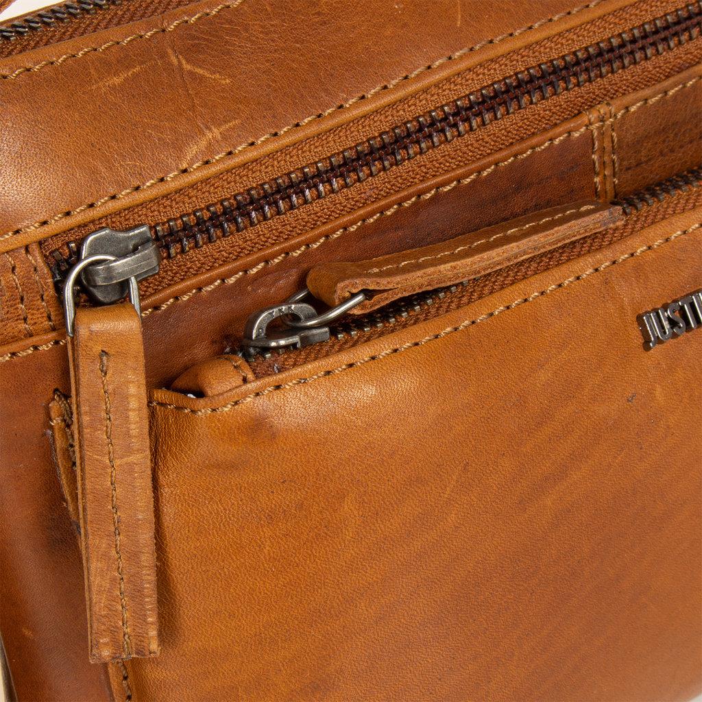 Justified Bags® Nynke Medium Front Pocket Schoudertas Cognac