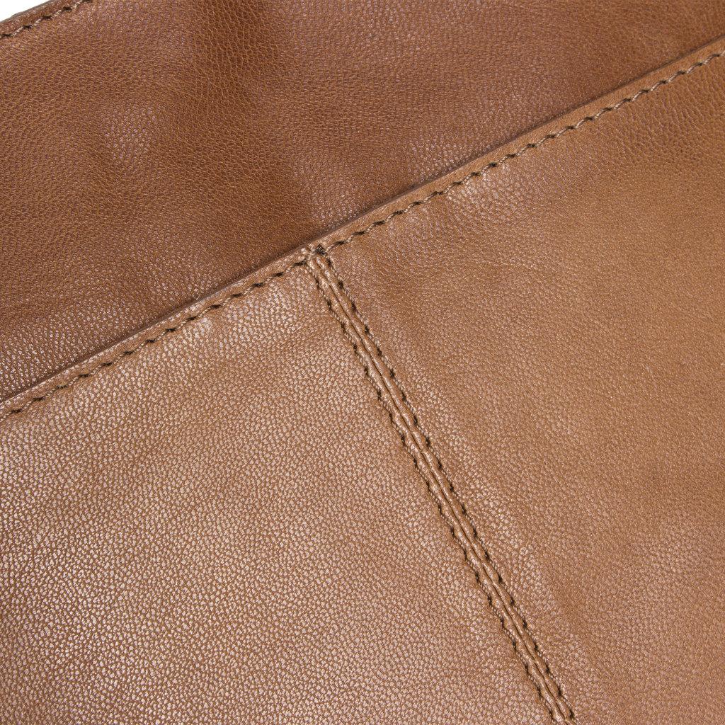 Belukha Medium Top Zip Shoulderbag Cognac