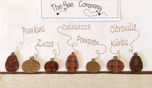 The Bee Company Buttons - Assorted pumkins - TBHA11