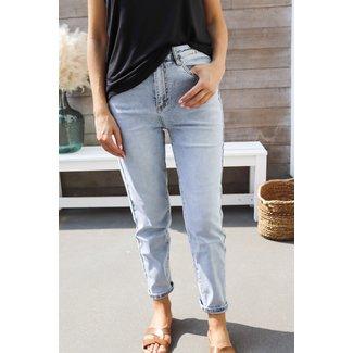 Mom jeans light blue distressed back
