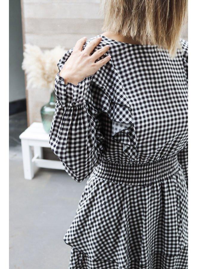 Square dress b&w