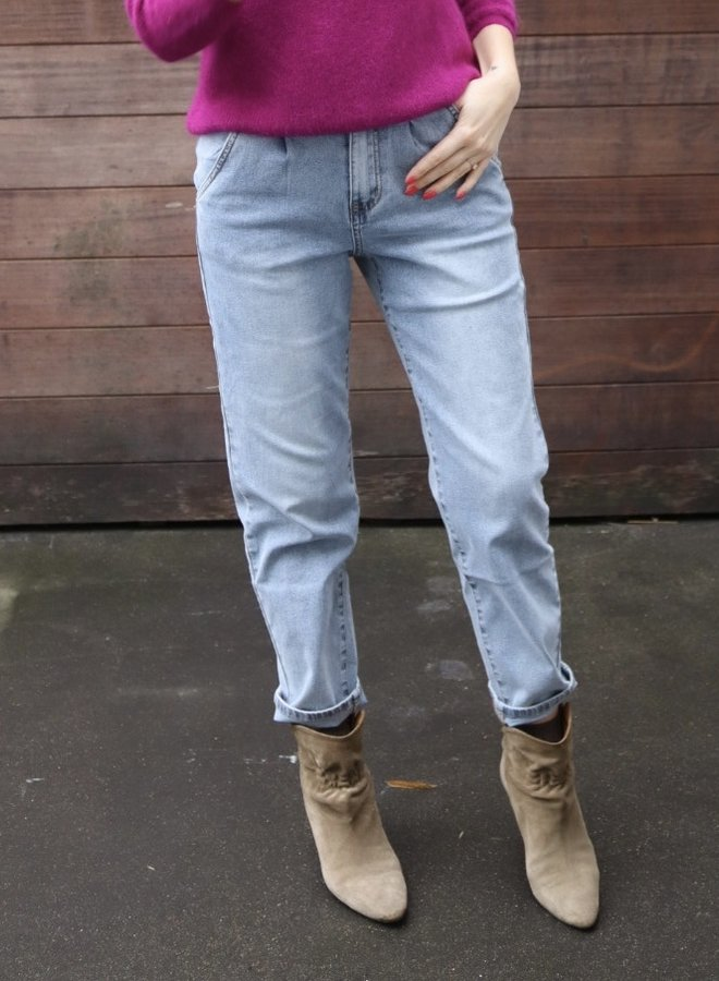 Slouchy jeans not distressed