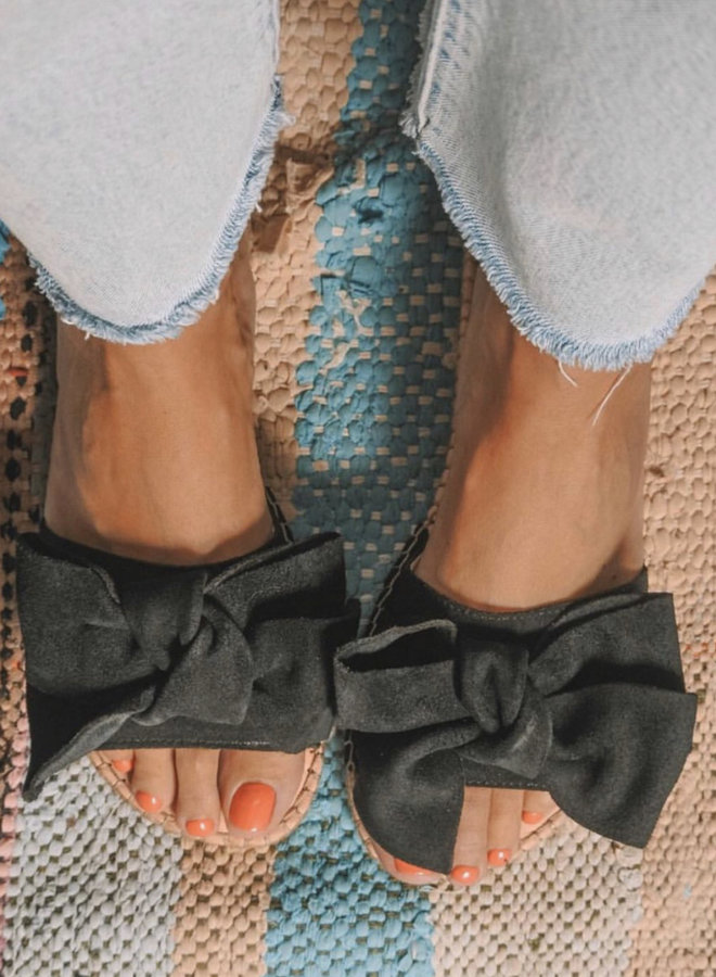 Sandals with bow black
