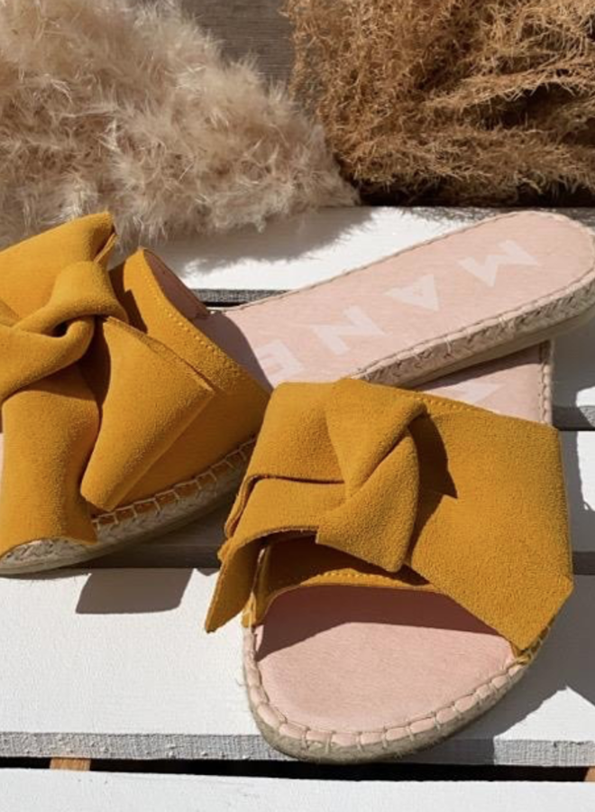 Sandals with bow yellow