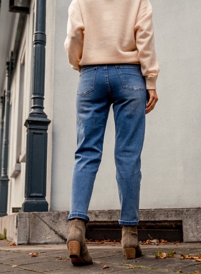 Mom jeans blue not distressed