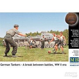Master Box Master Box - German Tankers - a break between battles, WW II era - 1:35
