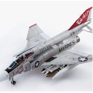 Academy McDonnell Douglas F-4J Phantom II - VFMA-232 Red Devils - 1:72