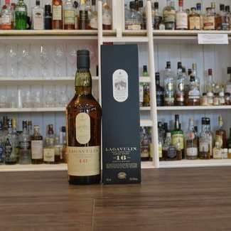 Wijn en Whiskyhuis Lagavulin 16